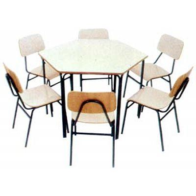 Mesa infantil sextavada com 6 cadeiras